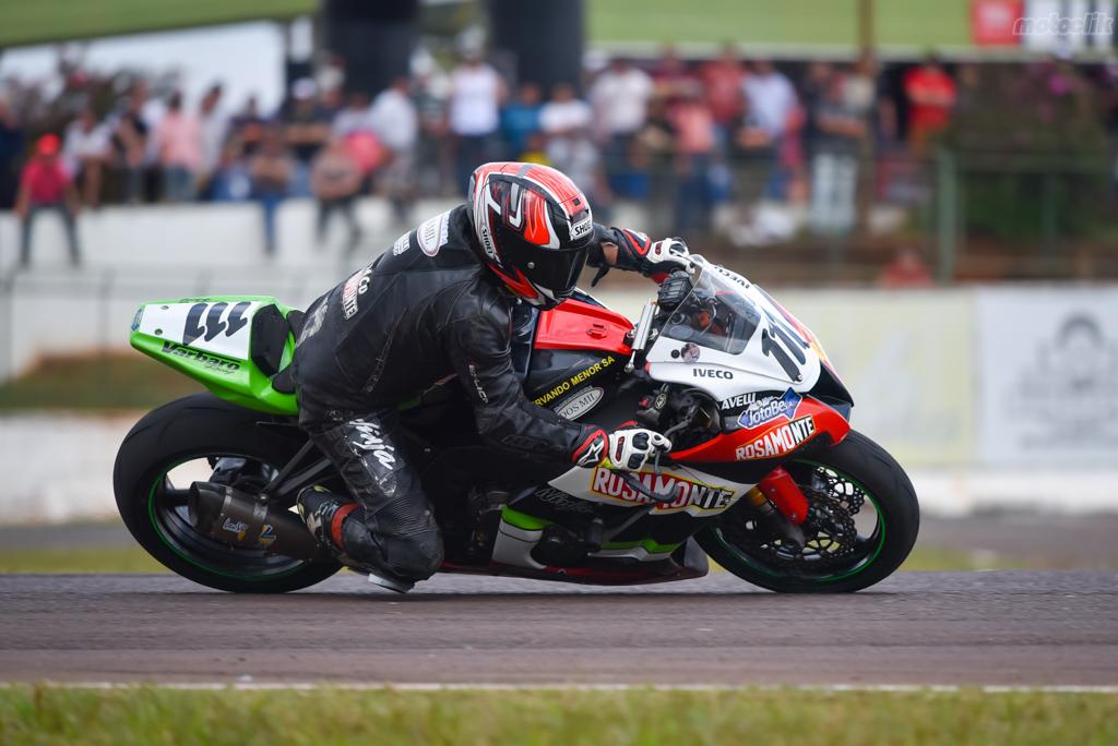 Gran sábado para el Rosamonte Racing en el Súperbike Argentino
