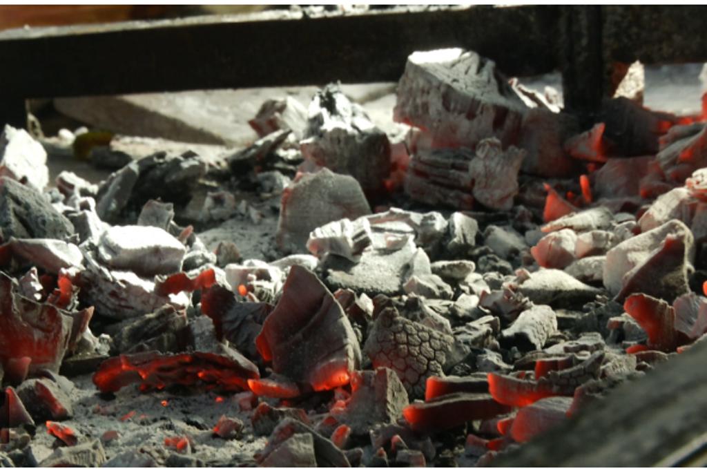 Cómo encender el fuego para hacer un asado
