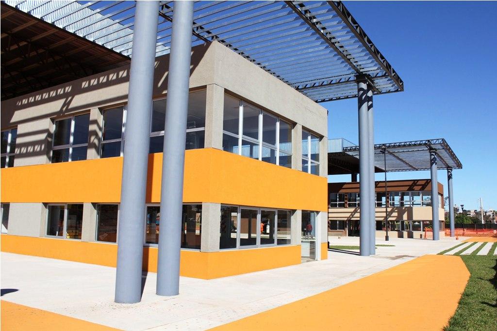 La EBY entrega los edificios para el desarrollo de un polo gastronómico en la Bahía El Brete
