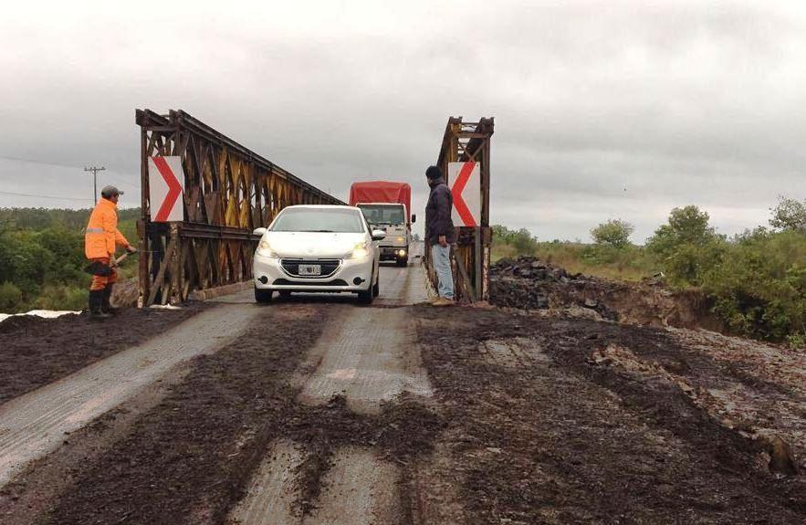 Hay restricción de tránsito sobre la ruta 12 a la altura del puentesobre el arroyo Iribu Cuá