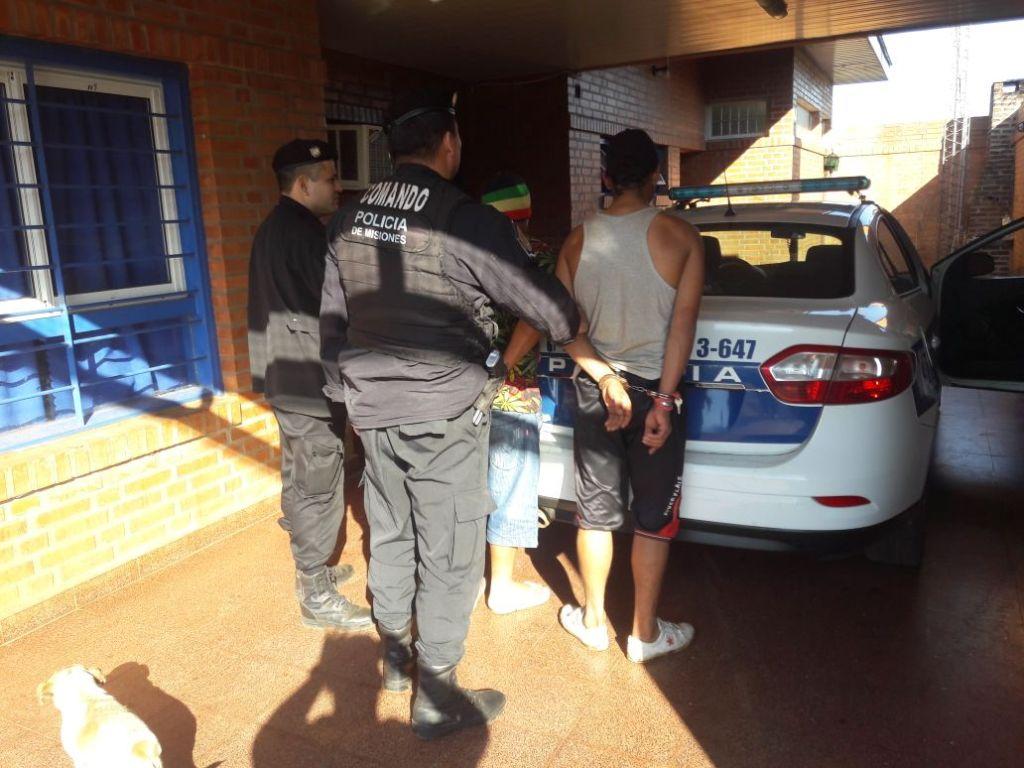"""Posadas: atraparon a un """"cobrador de peaje """" y arrestaron a dupla por atemorizar el vecindario"""