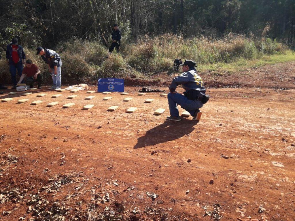 Continúan los rastrillajes en las afueras de Eldorado para dar con los narcos que escaparon ayer del operativo de la Policía Federal