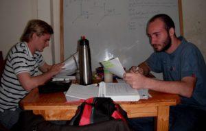 La UNaM contiene a 700 estudiantes universitarios en casas albergues, 400 en Posadas