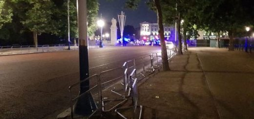 Alerta en el Palacio de Buckingham luego de que un hombre atacara con un cuchillo a dos policías