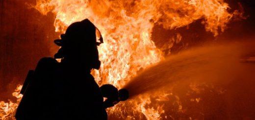 Policía rescató a una mujer cuando comenzaba un incendio en su departamento de Posadas