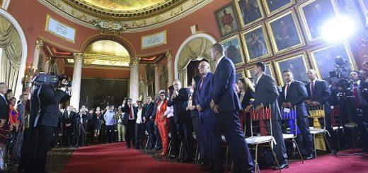 En Venezuela la Asamblea Constituyente asumió sus funciones en medio de protestas opositoras