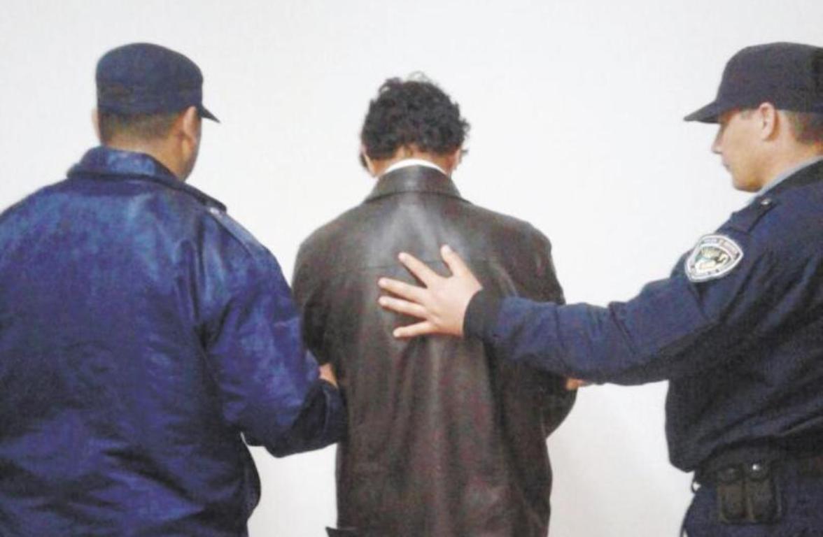 Aristóbulo del Valle: allanaron la casa del detenido por el homicidio de Roberto De Lima e incautaron cuchillos