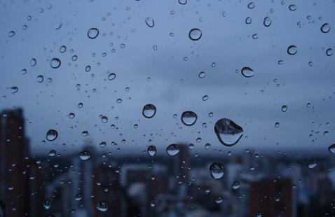 Continuarán las lluvias durante la noche y se mantiene el aviso por vientos fuertes