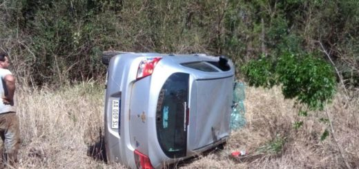 Volcó el auto que conducía una penitenciaria en Cerro Azul