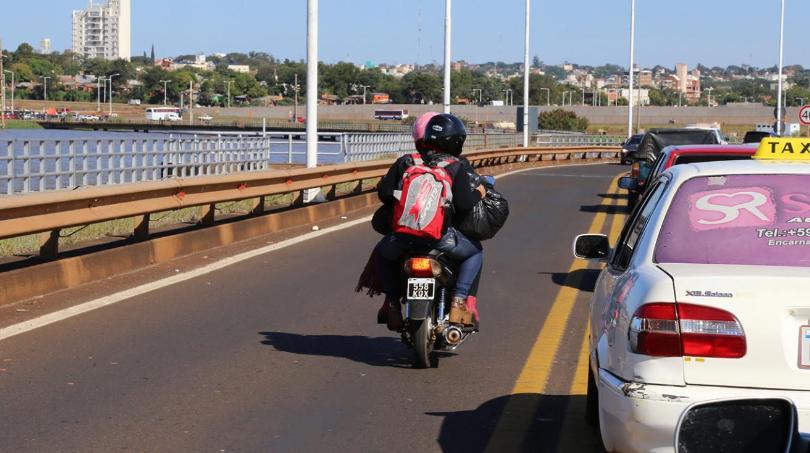 Desde octubre Encarnación regulará el servicio de mototaxis que trasladan pasajeros a la Aduana argentina