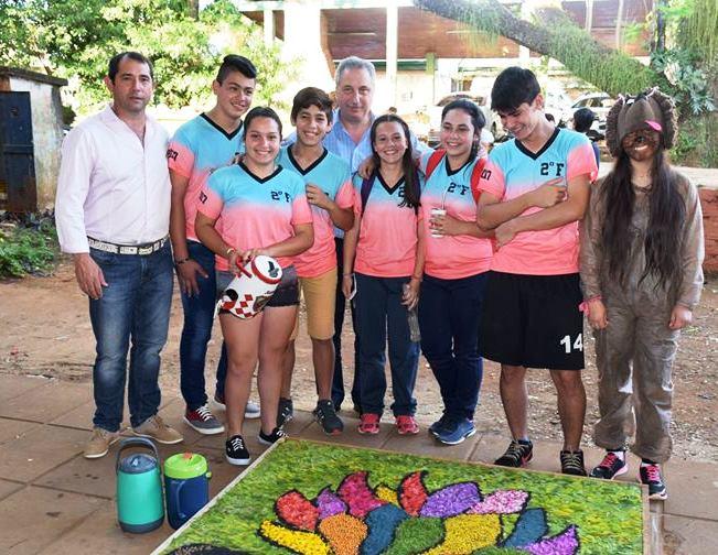 El Gobernador Hugo Passalacqua saludó a los Estudiantes en su Día