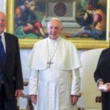 Acusan al Papa Francisco de cometer herejías