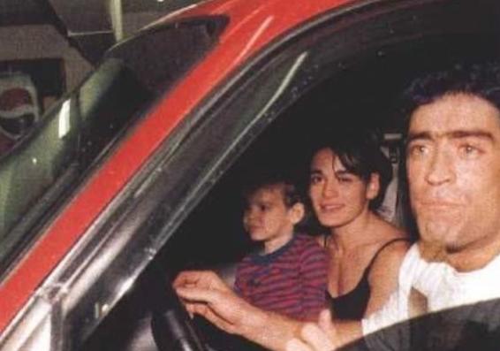Después de 17 años: versiones cruzadas sobre que pasó dentro de la camioneta del cantante Rodrigo antes del accidente