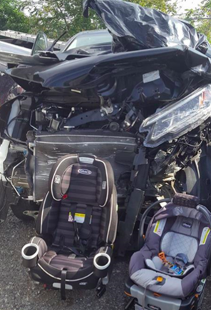La foto que publicó una mamá que sobrevivió a un accidente de auto con sus hijos que conmueve a todos en redes sociales