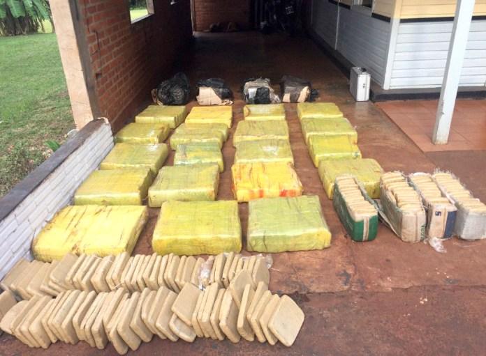 Secuestran casi 400 kilos de marihuana en un campamento abandonado en Corrientes