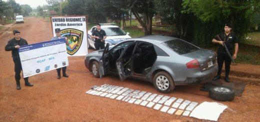 """Allanaron un """"bunker narco"""" en Jardín y tras una persecución incautaron un auto robado con 44 kilos de marihuana"""