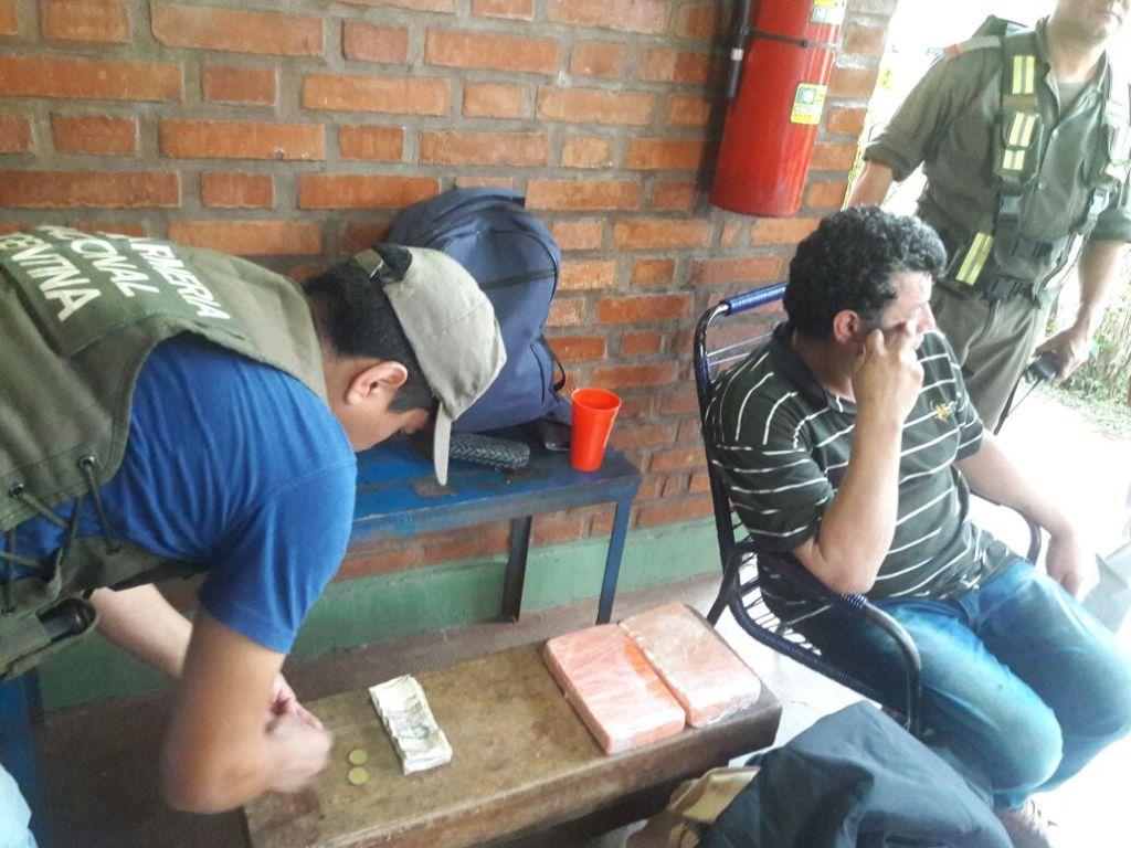 Detienen en un micro a un vecino de Esperanza con más de dos kilos de cocaína adheridos al cuerpo