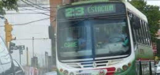 Posadas: quiso robar en el colectivo, los pasajeros lo atraparon y terminó su viaje en la comisaría