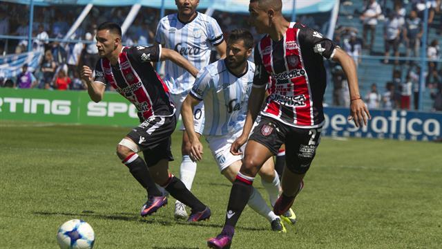 Atlético Tucumán y Chacarita no pasaron del empate