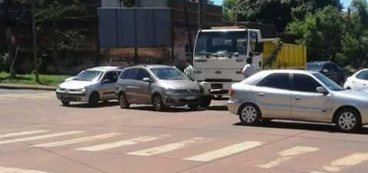 Un camión y un auto chocaron este mediodía en Posadas