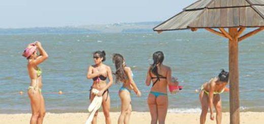 Realizan trabajos puesta a punto en las playas El Brete y Miguel Lanús de Posadas para la llegada del verano