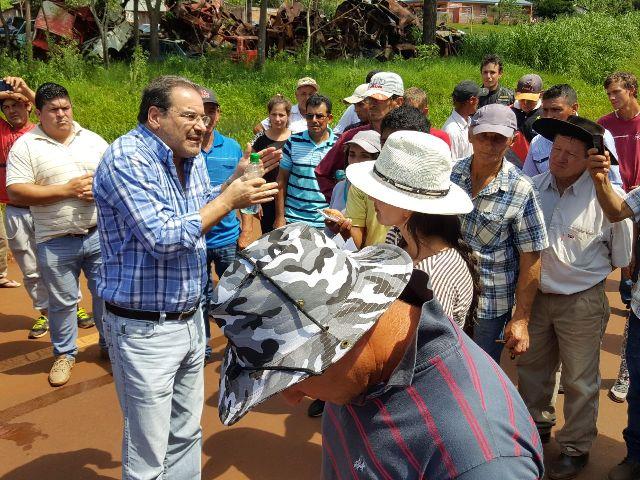 El ministro Garay dialogó con tabacaleros que cortaban la ruta 12 en San Vicente