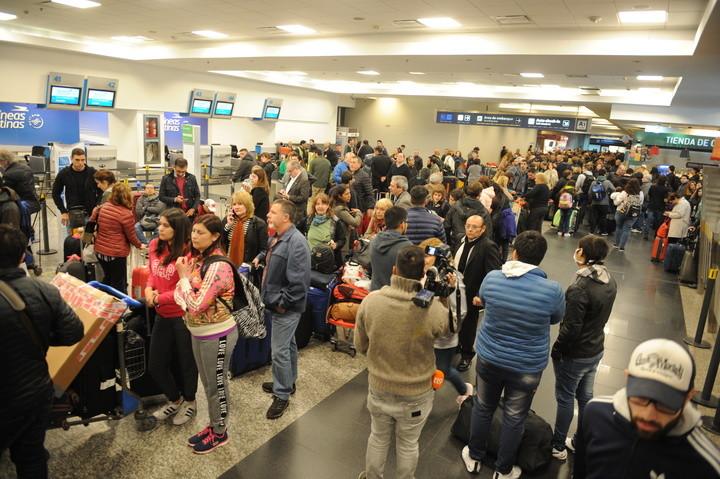 Por un paro, no salen vuelos de Aerolíneas desde Aeroparque ni Ezeiza