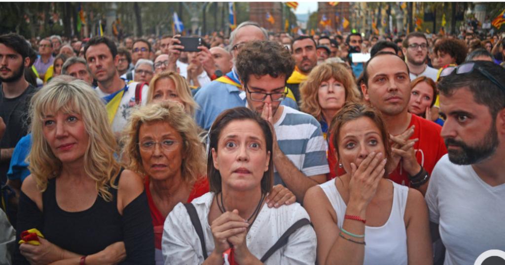 Desazón por las calles de Barcelona: «Esto no es lo que esperábamos»