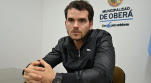 """Oberá realizó la mayor regularización urbana de Misiones con la firma de 500 títulos de propiedad en el Barrio """"Cien Hectáreas"""""""