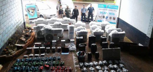 Interceptan tres vehículos cargados con contrabando: sus ocupantes intentaron coimear a los policías para que no los detuvieran