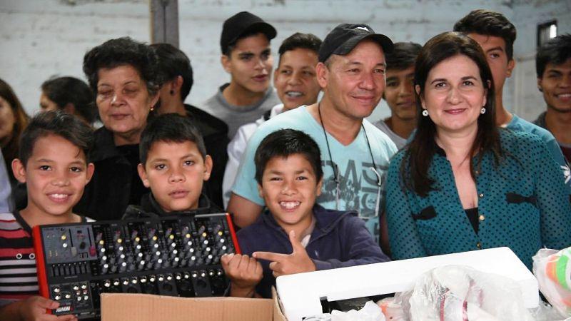 Presupuesto Participativo: jóvenes del barrio San Isidro de Posadas recibieron un equipo de sonido para sus actividades