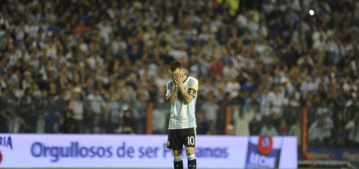 Argentina no pudo de local con Perú y deberá jugarse todo en la última fecha