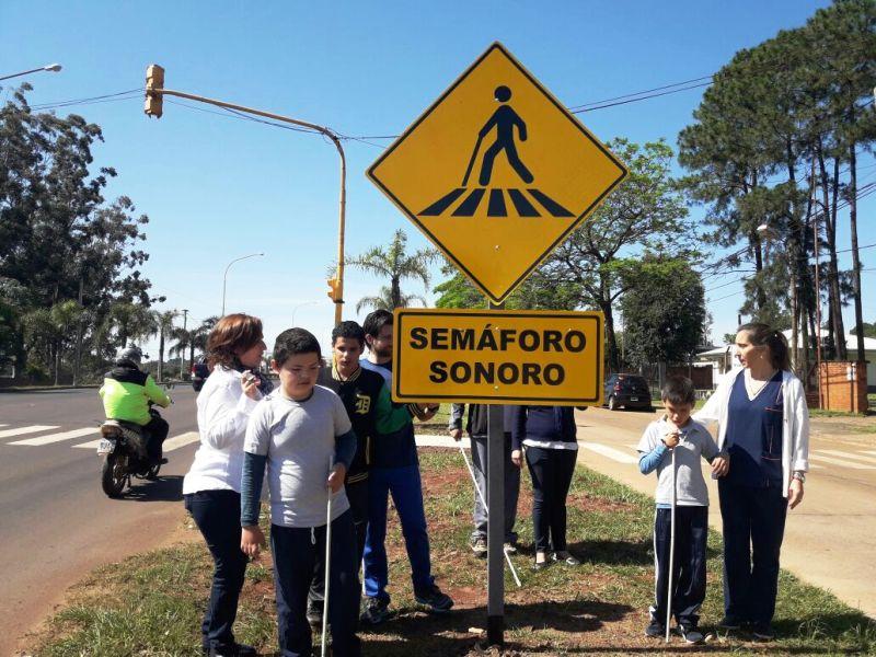 El Instituto Taller para no videntes Santos Mártires cumple 50 años y celebra la instalación de un nuevo semáforo sonoro en Posadas