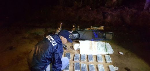 Detienen a un narco motorizado que llevaba encima 66 kilos de marihuana