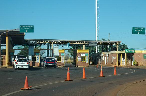 Escándalo en el puente Posadas-Encarnación: hay otros dos aduaneros imputados