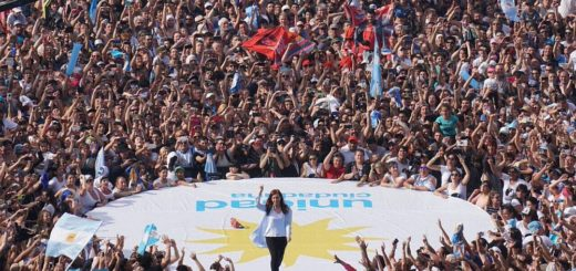 """Cristina cerró campaña con fuertes críticas a Macri: """"Su única lealtad es para los grupos concentrados"""""""