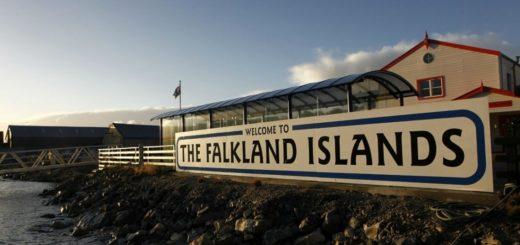 Un grupo de chicos se va de viaje de egresados a las Malvinas