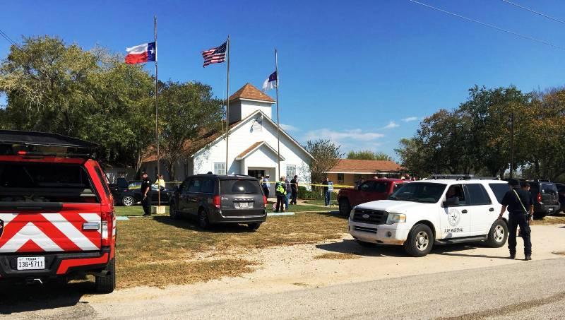 Se registran al menos 27 muertos en un nuevo tiroteo perpetrado en una iglesia de Estados Unidos