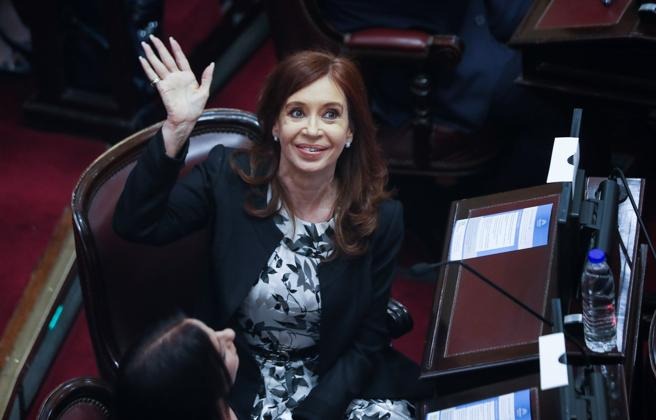 Procesan a la expresidenta Cristina Fernández por lavado de dinero