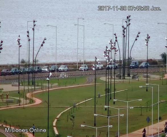 VIVO: la fila de autos para cruzar a Encarnación llega hasta la avenida Monteagudo de Posadas