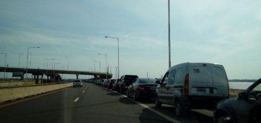 Éxodo a Paraguay: la fila de vehículos para ir a Encarnación es de tres kilómetros