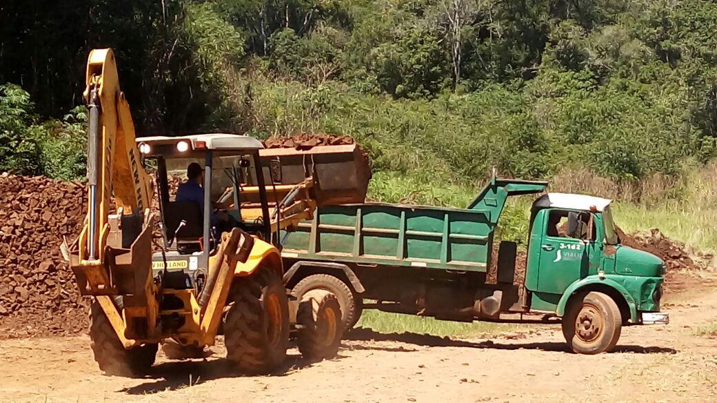 Vialidad provincial acondiciona caminos de la región sur