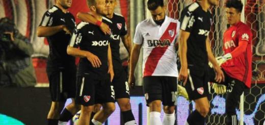 Con uno menos River cayó ante Independiente y profundizó su crisis