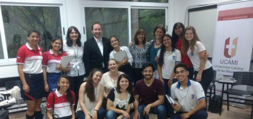 Los alumnos de la Escuela Amadeo Bonpland de Oberá obtuvieron el primer premio de la Segunda Jornada de Desafíos Filosóficos en la UCAMI