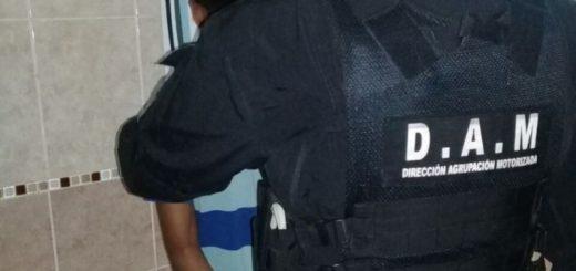 Adolescente le arrebató el celular a una mujer en pleno centro posadeño y fue detenido