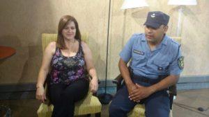Una mujer agradeció al oficial de Policía que le devolvió la cartera con 68 mil pesos
