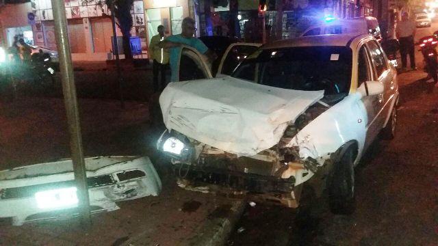 Posadas: Quiso agredir a inspectores de tránsito, se escapó, embistió a tres vehículos y fue detenido por la Policía
