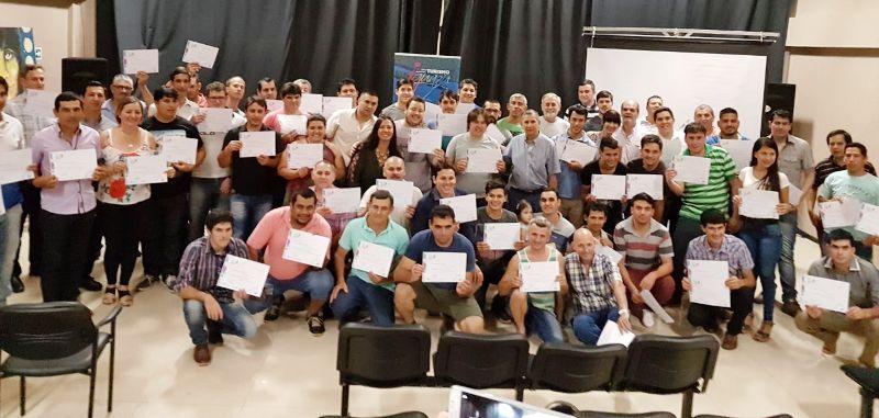 Aulas Talleres Móviles: entregaron certificados a 94 profesionales