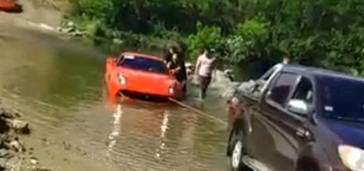Hundió una Ferrari de casi un millón de dólares en un arroyo de Córdoba