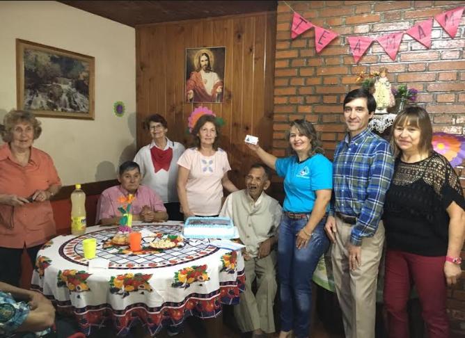 Los festejos de «Lupo» tras recibir su primer DNI a los 86 años en Eldorado